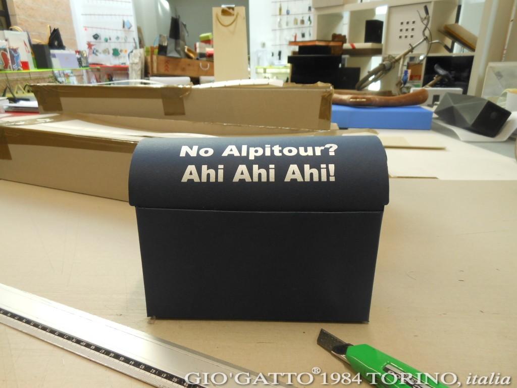 Scatole fai da te? Ahi ahi ahi! Il fai da te è sempre un pò rischioso, e la stessa cosa vale per le scatole. Ecco la scatola forziere che abbiamo realizzato per Alpitour.