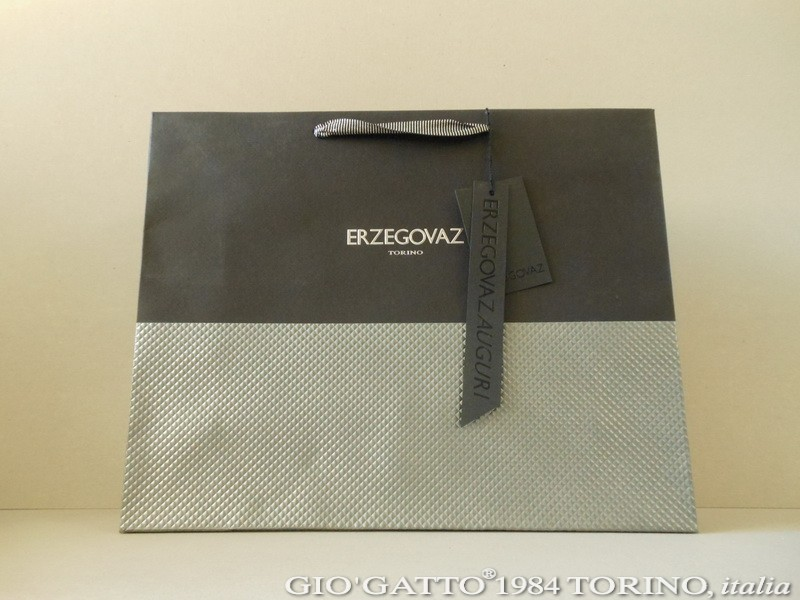 ERZEGOVAZ paper-bag con carta goffrata e nobilitazioni, borsa in carta goffrata ERZEGOVAZ, borsa carta goffrata Gio'Gatto, borsa in carta goffrata by Gio'Gatto, shopper in carta goffrata Torino, shopper di carta goffrata Torino, shopper di carta goffrata