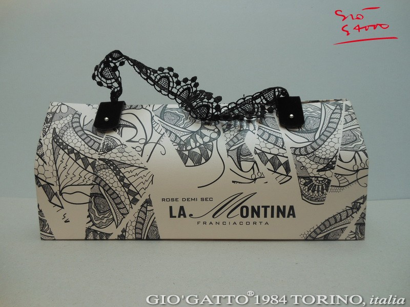 Luxury Packaging Awards 2014: Luxury Shopping Bag designed by Gio'Gatto for Rose Demi Sec La Montina winner of the Luxury Packaging Awards 2014 - La Shopper di lusso disegnata e prodotta dalla GIO'GATTO®1984 TORINO, italia è prima classificata al Luxury Packaging Awards 2014 nella categoria Luxury Shopping Bag. Gio'Gatto winner Luxury Packaging Awards 2014 www.giogatto.com Luxury Packaging Awards 2014 Un team di eccellenze italiane (GIO'GATTO®1984 TORINO, italia, Susanna Bonati, Gruppo Cordenons, Zen Arte) si aggiudica il Luxury Packgaing Awards 2014 nella categoria Luxury Shopping Bag con la nuova borsa di carta per il Rose Demi Sec de Le Tenute La Montina. Luxury Packaging Awards 2014 vince l'eccellenza italiana. Luxury Packaging Awards 2014: premiata una Borsa di Carta Prêt-à-Porter by Gio'Gatto. Luxury Packaging Awards: un team di eccellenze italiane vince il primo premio nella categoria Shopping Bag di Lusso. Luxury Packaging Awards 2014 vinto dalla prêt-à-porter di Gio'Gatto. La Shopper di Gio'Gatto vince il Luxury Packaging Awards 2014. Luxury Packaging Awards 2014 - Luxury Packaging Awards 2014 - Luxury Packaging Awards 2014