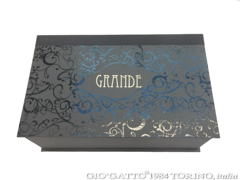 made in Italy custom boxes by Gio'Gatto Torino, italia - scatole di lusso, scatole di lusso Torino, produzione scatole di lusso, scatole di lusso made in Italy, luxury box, luxury boxes, scatole lusso, custom packaging solutions, scatole di lusso italia, scatole di lusso realizzate a mano, scatole di lusso su misura, produzione scatole di lusso by Gio'Gatto Torino Italia, scatole di lusso fatte a mano, scatole su misura di lusso, scatole di lusso Torino, scatole di lusso rivestite, scatole di lusso rivestite e fatte a mano, handmade luxury boxes, scatole di lusso ad alto contenuto di design, scatole di lusso Torino, scatole di lusso per negozi e industrie, scatole di lusso con interno in espando, scatole di lusso per cioccolatini, scatole di lusso per alimenti, scatole di lusso per abbigliamento, scatole di lusso con stampa serigrafica ad alto spessore, scatole di lusso con stampa a caldo, scatole di lusso by Gio'Gatto 1984 Torino Italia